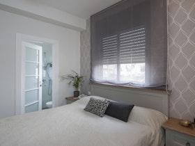 מיטה זוגית עם מזרון ווילון