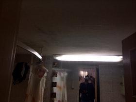 חדר אמבטיה לפני שיפוץ