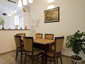 שולחן סלון עם 6 כסאות