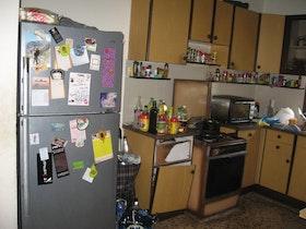 מטבח ישן בדירה ישנה