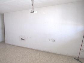 דירה ישנה לפני שבירת קירות