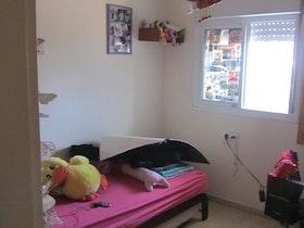 מיטת יחיד בחדר ילדים