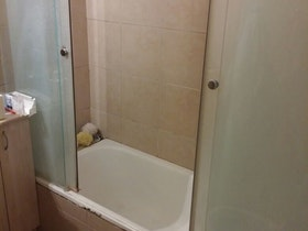 מקלחת לפני שיפוץ