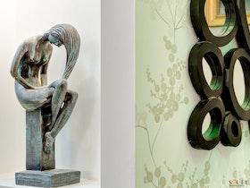 פסלים בדירה משופצת