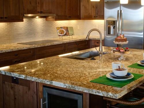 משטחי עבודה למטבח: נירוסטה, שיש ועץ. מאמר הסבר והשוואה על הסוגים השונים