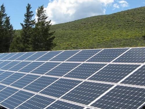 פאנלים סולאריים על הגגות: מחירים ומידע שחשוב לדעת