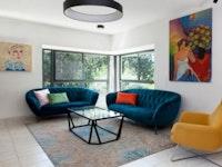 בלי לשבור קירות: רענון צבעוני לבית פרטי בטבעון