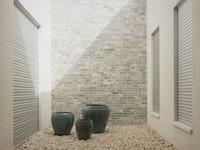 הפטיו שמאיר את הבית: בית פרטי בסגנון מודרני בחדרה