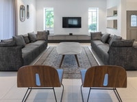 שיפוץ מודרני ל-6: עדינות מתונה בעיצוב בית פרטי בשוהם
