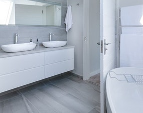 איטום מקלחות ושירותים עם חומרי חברת WINKLER