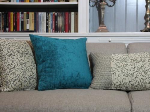 התאמת כריות נוי לסגנון העיצובי של הסלון שלכם