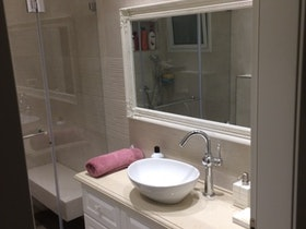 שדרוג חדר רחצה, תכנון שיפוץ אמבטיה ותכנון ארון אמבטיה מעוצב לפי הזמנה!