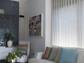 הסלון הביתי - התאמה בין צבעים, טקסטורות, טקסטיל ופרטי סטיילינג המתאימים לסגנון העיצובי.