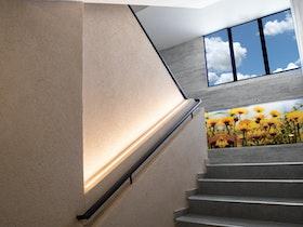 תכנון ועיצוב חדר המדרגות בבניין משרדים