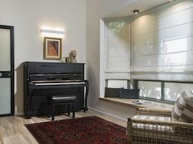 פסנתר בסלון