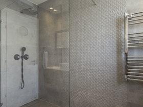מקלחת זכוכית