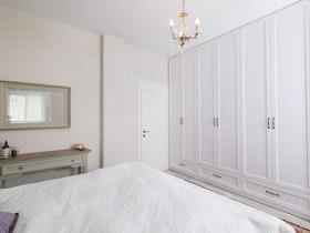 ארון לבן 5 דלתות עם 3 מגירות