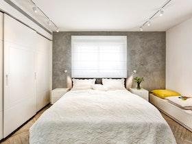 חדר שינה עם מיטה זוגית