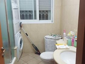 מקלחת לפני שיפוץ דירה