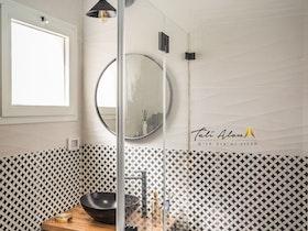 מקלחון שקוף מזכוכית מעוצבת