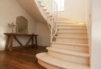מדרגות מהודרות בבית פרטי