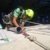 צילום מעבודה של ט.צ איטום ושיקום מבנים