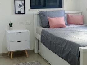 חדר ילדים עם מיטת יחיד + מזרן