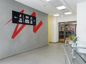 קיר מעוצב בבניין
