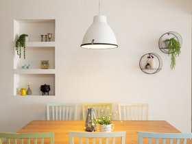 שולחן פינת אוכל מעץ אלון עם 6 כסאות