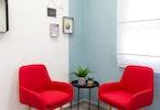 2 כורסאות ישיבה בצבע אדום
