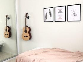 מיטה זוגית עם מזרון וארון הזזה