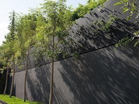 גדר מקיפה לבית