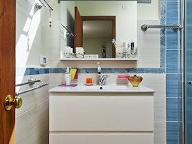 כיור אמבטיה עם 2 מגירות