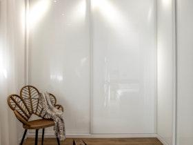 ארון קיר 2 דלתות זכוכית