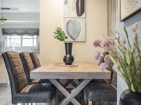 שולחן אוכל עץ עם 6 כסאות