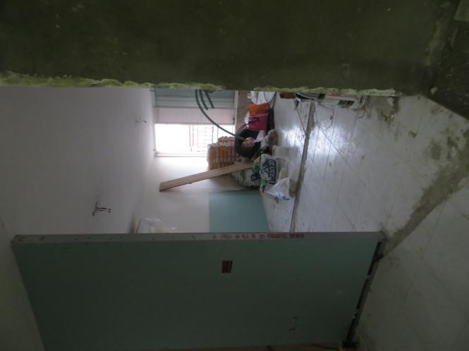 הכניסה-לסלון-קודם-כניסה-למטבח-ובהמשך-למטבח-כניסה-זו-בעין-הכניסה-לסלון-בלי-פרופרציה-לכניסה-למטבח.jpg