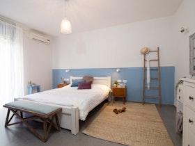 חדר שינה זוגי בסגנון כפרי