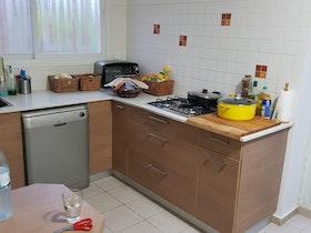 כיריים על גז במטבח לפני שיפוץ