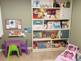 ספריית משחקים בחדר הילד