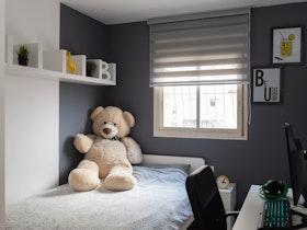 מיטת יחדי עם דובי