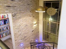 מדרגות בבית פרטי מהודר
