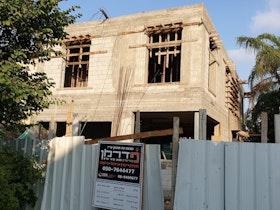 מבנה בתהליך בניה שלד