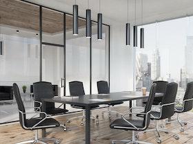 שולחן מפגשים שחור עם כסאות עור