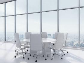 משרד יוקרתי - חדר ישיבות עם שולחן עגול לבן ו- 8 כסאות לבנים