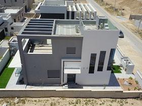 תמונה מבט מלמעלה של בית פרטי לאחר בי