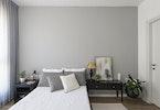 צילום חדר שינה עם מיטה זוגית