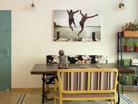 שולחן סלון עם שטיח