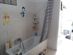 אמבטיה לא משופצת לפני תחילת עבודה