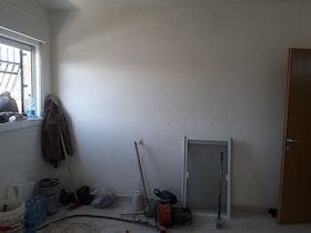 חדר אורחים לפני שיפוץ