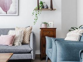 שטיח וסלון דו מושבי